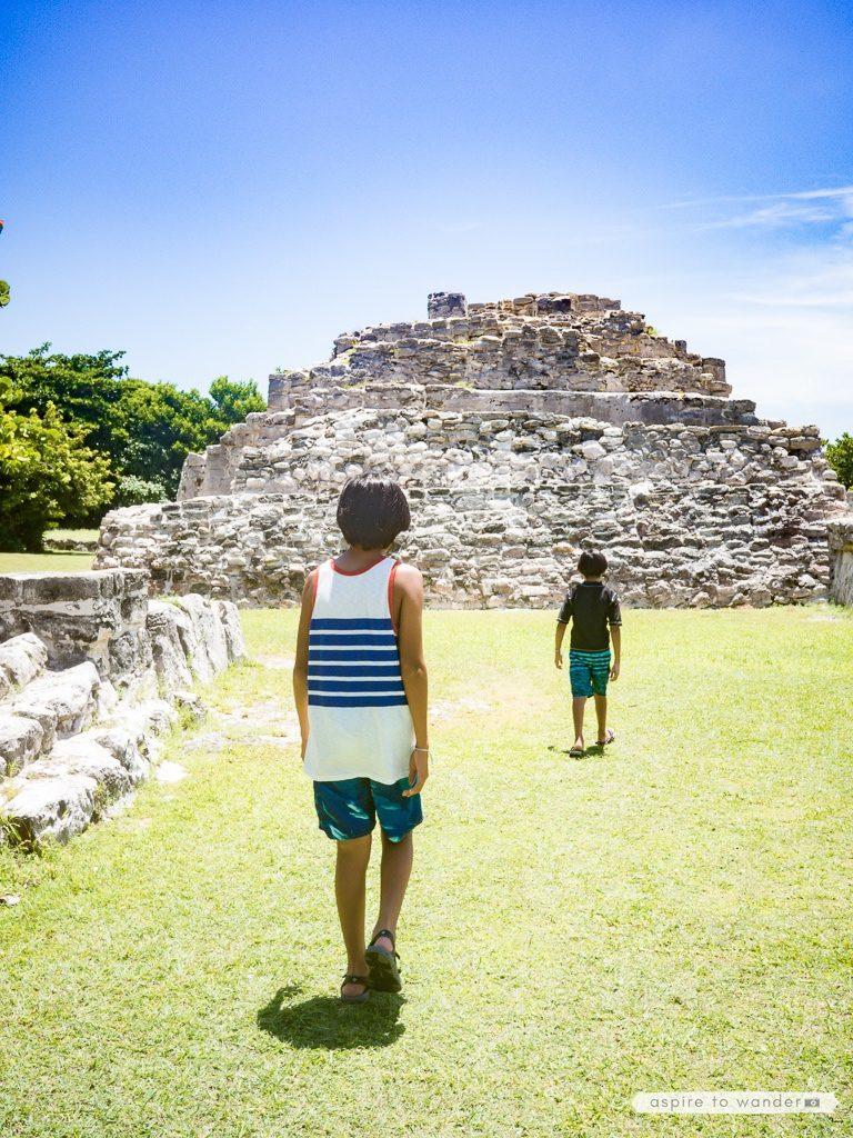 Visiting El Rey ruins in Cancun